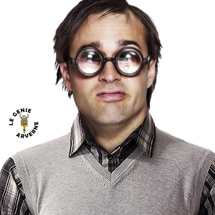 zoom_lunettes-loupe-deguisement-debile-louche-benet-culs-de-bouteille-premier-de-la-classe-coince-timide-faible-chetif-nigaud-andouille-ballot-bete-sot-niais-imbecile-stupide-idiot-cruche-balourd-gourde-cornichon-ane-lourdaud-1